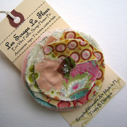 Traciebdesigns_Les Scraps La Fleur, Eco-Vibe Fabric Scrap Flower Pin --- No. 010
