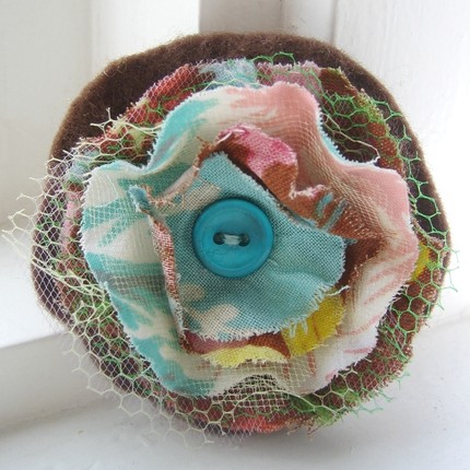 Traciebdesigns_Recycled Fabric Posy Pin